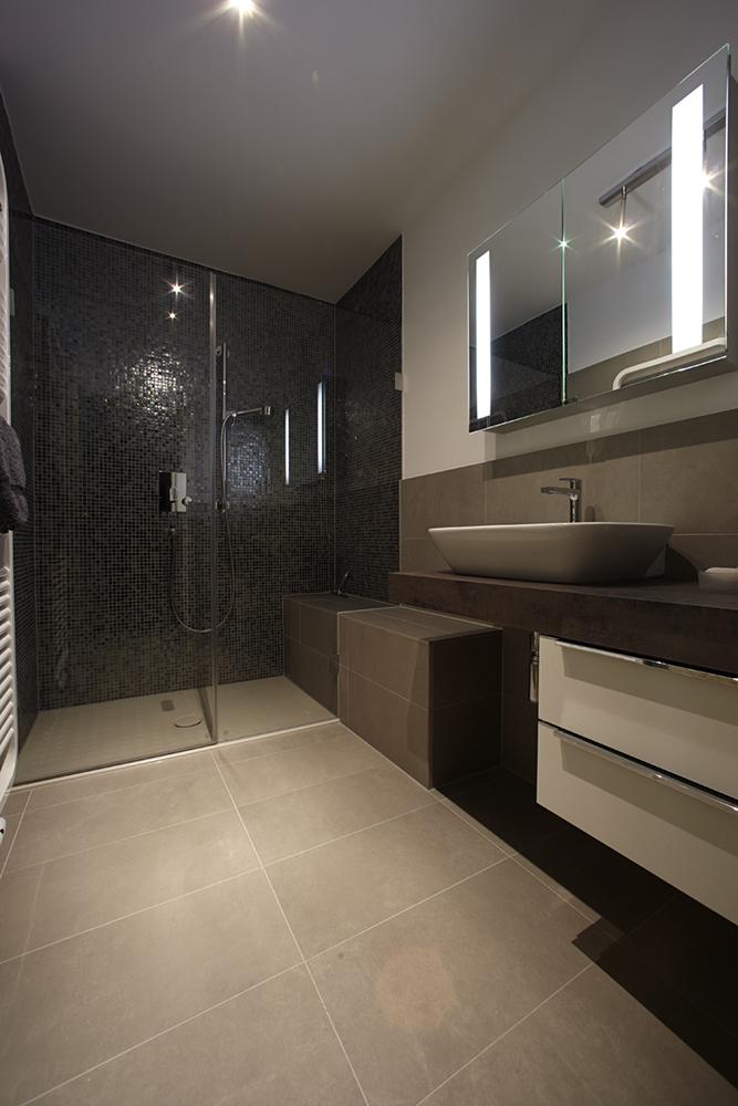 august kleine s hne individualbad. Black Bedroom Furniture Sets. Home Design Ideas